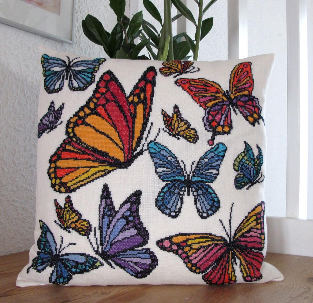 20-6941 Flyvende sommerfugle 40 x 40, 10 B Marianne Thornberg